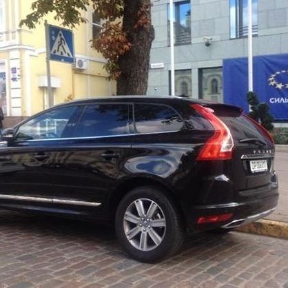Німецький дипломат, що скандалив із поліцейськими, припаркував авто на переході у центрі Києва