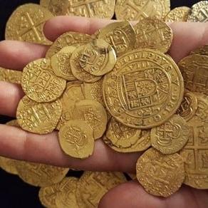 Біля Флориди шукачі скарбів знайшли древні золоті монети