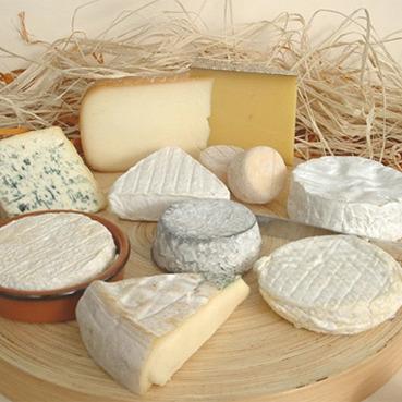 """Творчий підхід: в Росії французький сир знищували """"Білизною"""""""