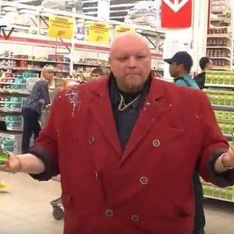 """Російські козаки розривали зубами  в """"Ашані"""" санкційне пиво (відео)"""