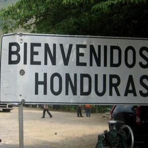 У Гондурасі вагітна дівчина ожила в труні через добу (відео)