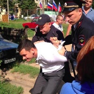 Російського опозиціонера Іллю Яшина затримали під час зустрічі з виборцями в Костромі