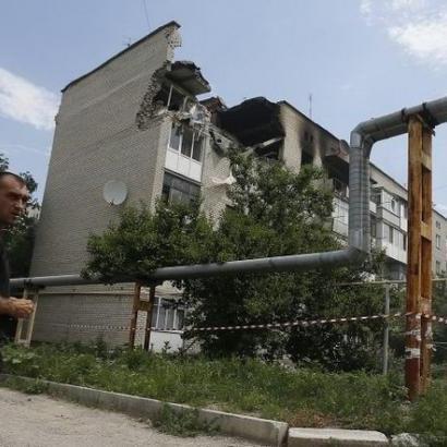 Обстріл Мар'їнки тривав 6 годин: є поранені серед військових і мирного населення