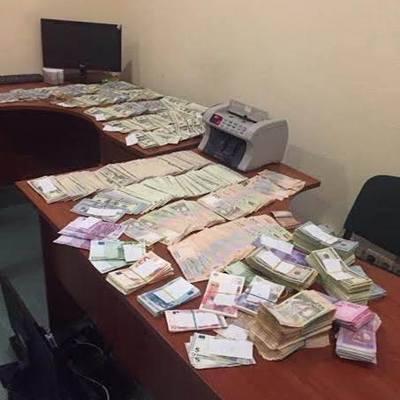 Люди Пшонки в дії: 61 млн гривень продали собі за 9 тисяч