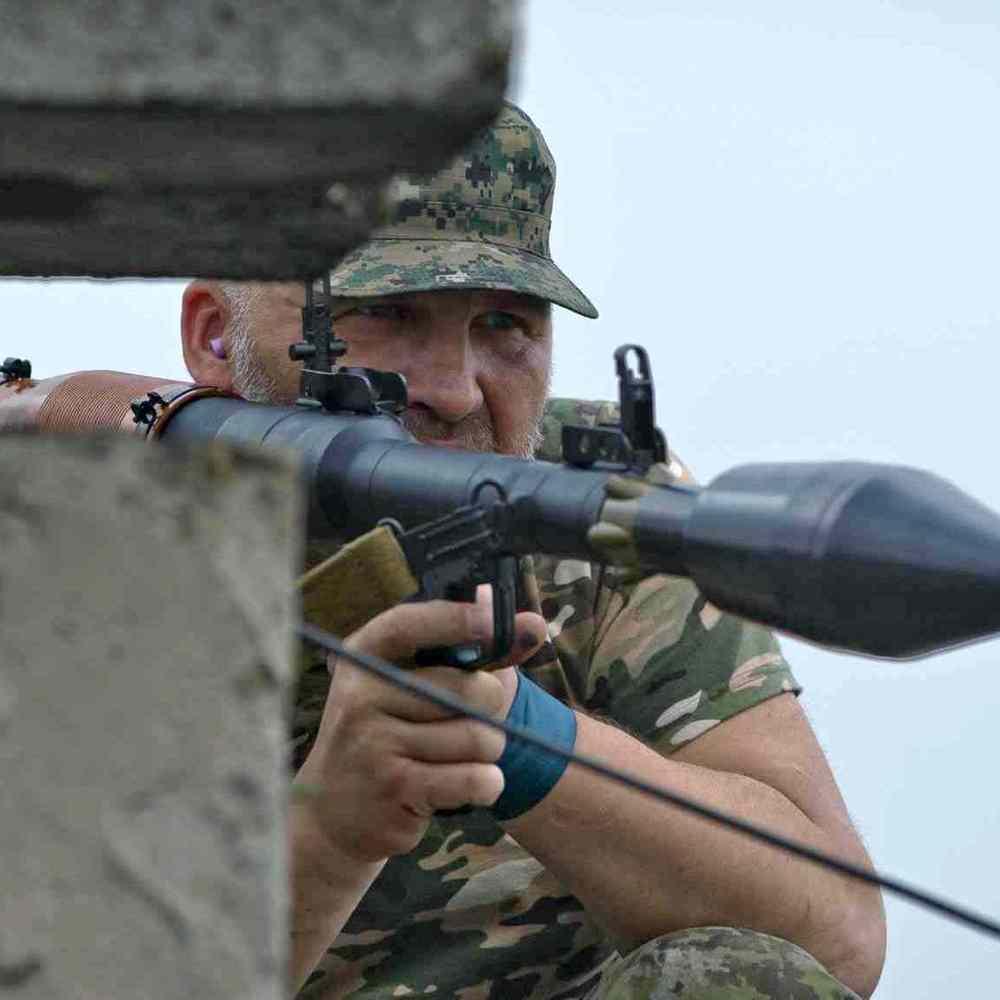 На Луганщині через обстріли отримали поранення військовий та місцевий житель