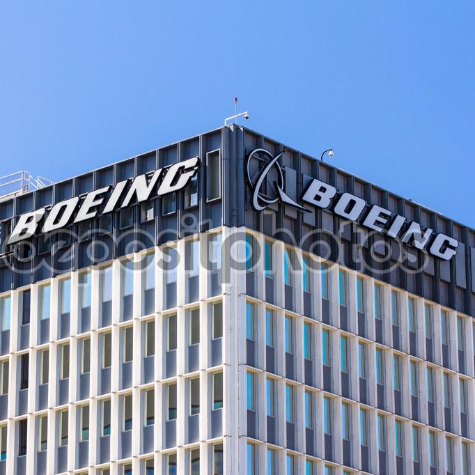 Компанія Boeing розробила лазерні установки для знищення ворожих дронів (фото та відео)