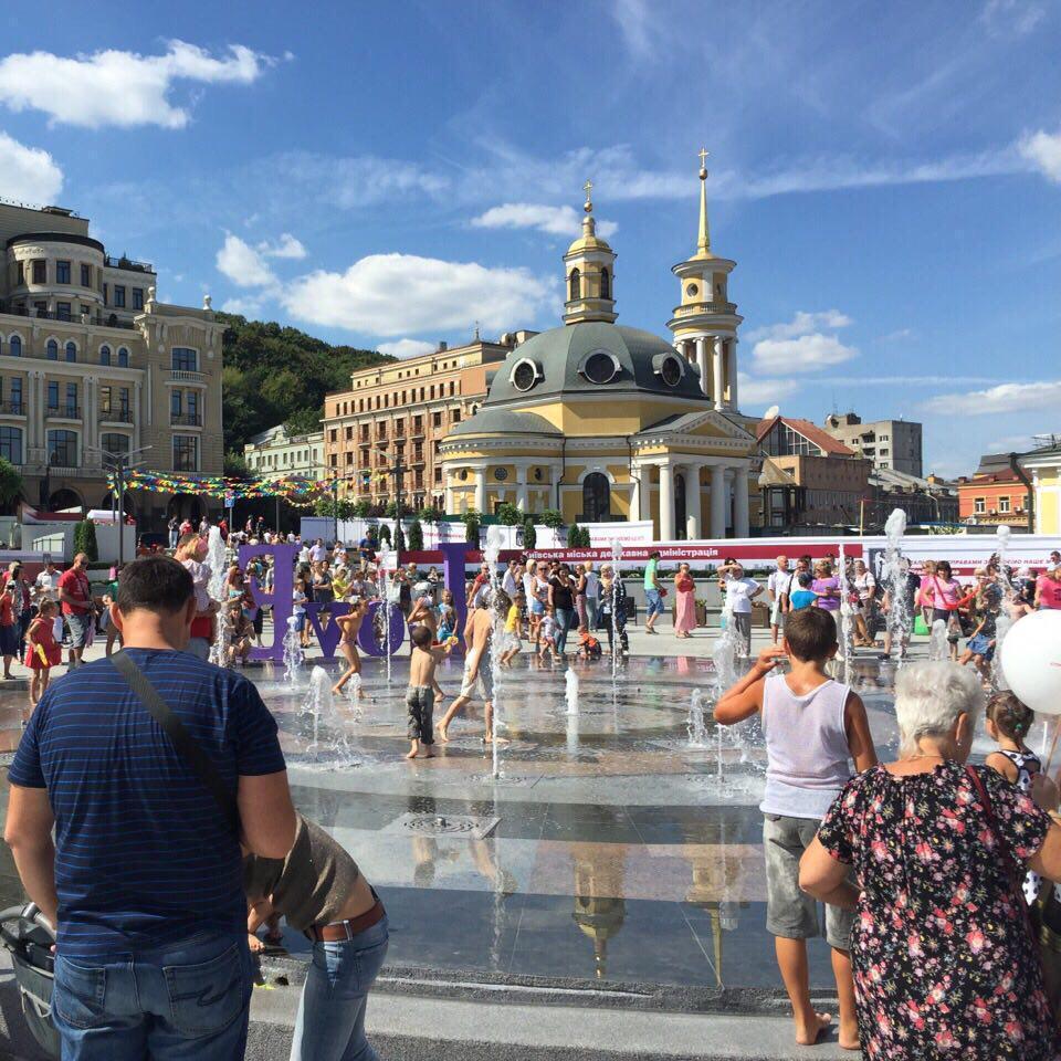 У Києві відкрили Поштову площу (фото)