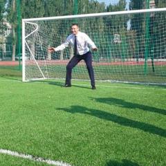 Очільник столиці Кличко зіграв у футбол з учнями (фото)