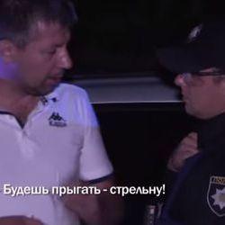 П'яний водій погрожував поліцейським постріляти їх