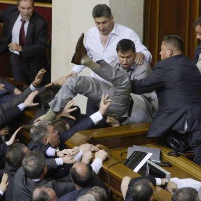 Цирк в Раді набрид: коаліція ініціює ухвалення Етичного кодексу для депутатів