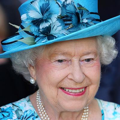 """Інсайдери: королева Єлизавета II любить серіал """"Абатство Даунтон"""" і шоу X Factor"""