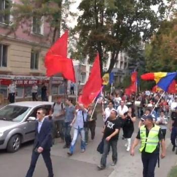 Мирний мітинг у Кишеневі триває із сутичками з правоохоронцями (фото та відео)