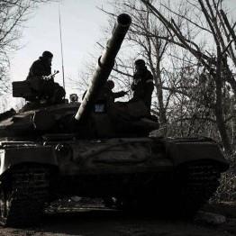 """Під Маріуполем пройшов танковий марш під егідою батальйону """"Азов"""" (відео)"""