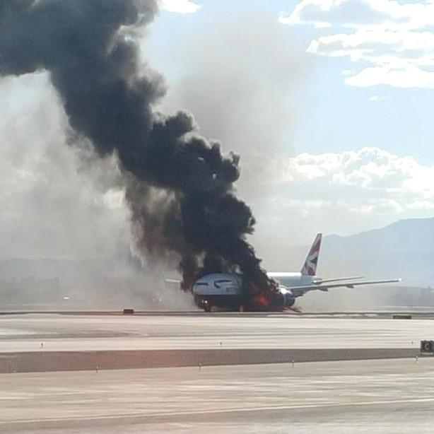 У Лас-Вегасі загорівся лайнер із пасажирами (ВІДЕО)