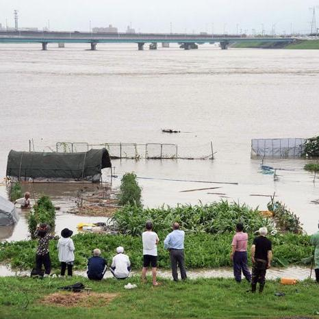 В Японії тисячі людей покинули домівки через повені