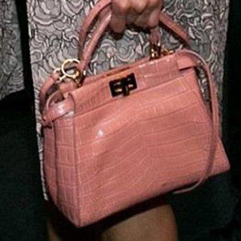 Користувачі мережі міркують скільки коштує сумка Марини Порошенко (фото)