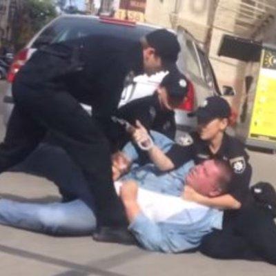 На Майдані поліцейські затримали таксиста-хама (ВІДЕО)