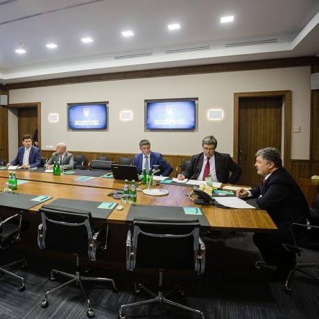 Петро Порошенко провів скайп-конференцію з Біллом Гейтсом