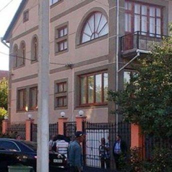 Біля будинку Мустафи Джемілєва протестували проти продуктової блокади