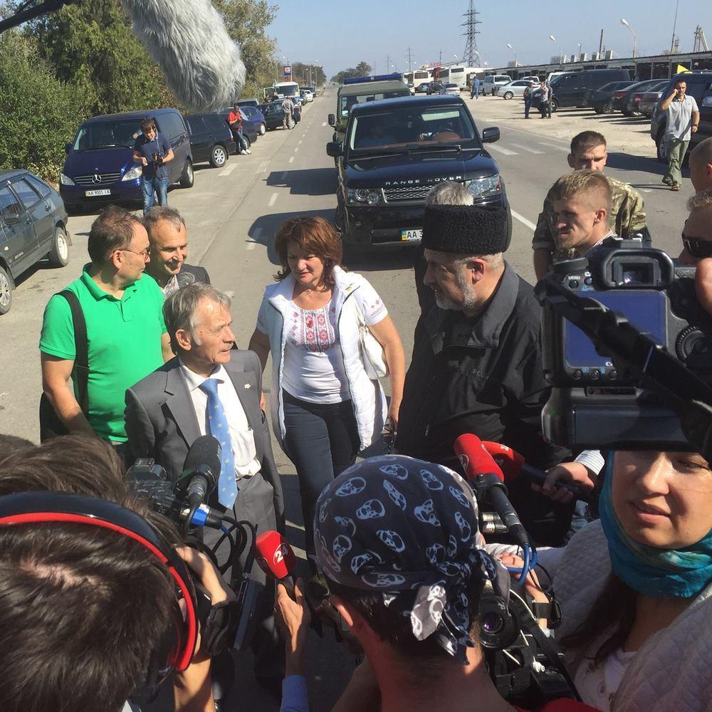 Блокада Криму триває: на в'їздах стоїть понад дві сотні вантажівок