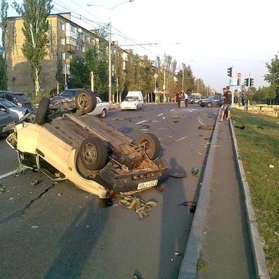 У центрі Донецька бойовики влаштували потрійне ДТП (ФОТО)