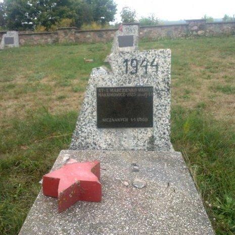 Вандали у Польщі зруйнували кладовище солдатів Червоної армії