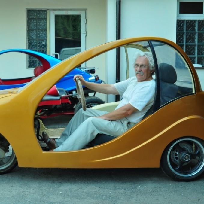 Киянин конструює економні авто з пластику (фото)