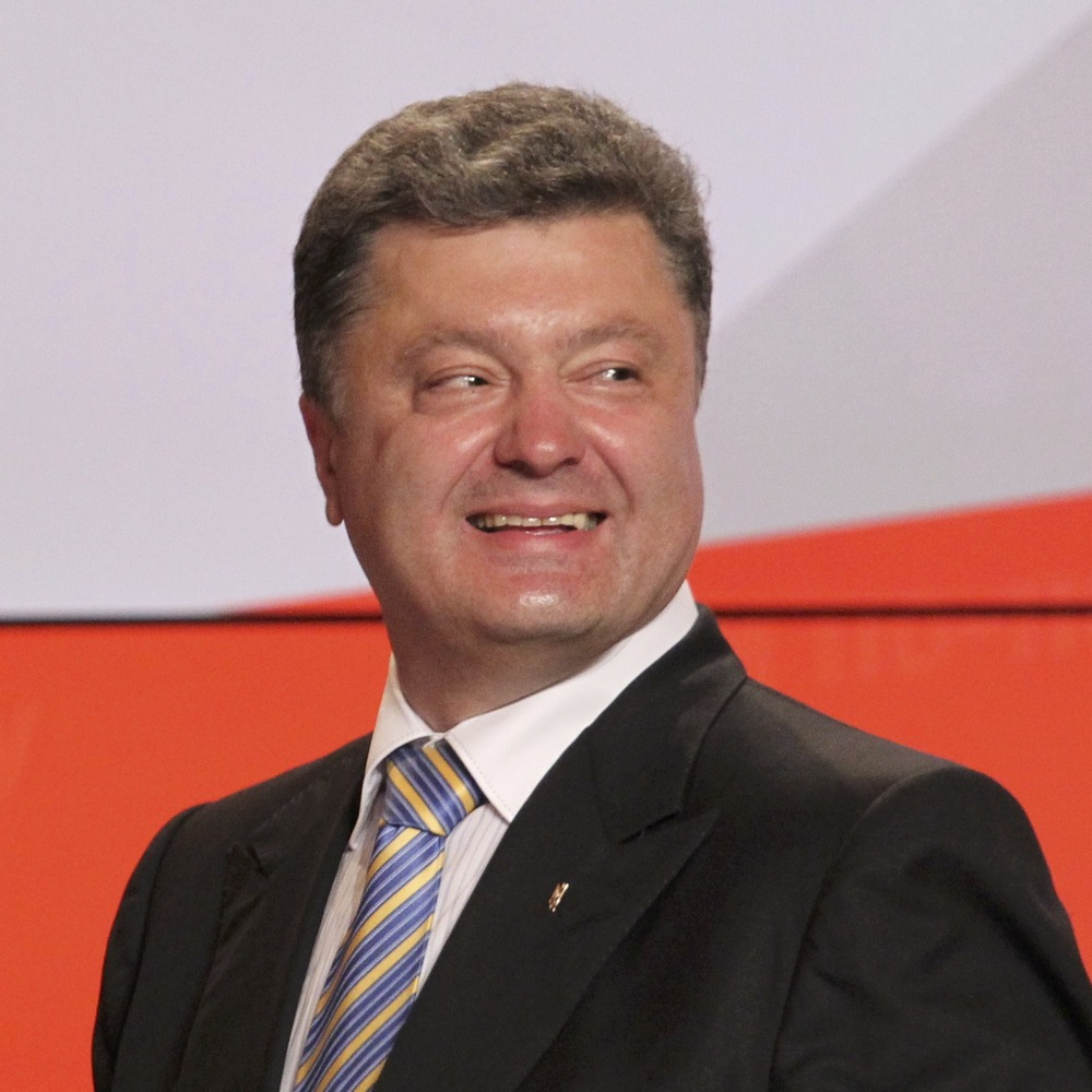 Привітання президента України з ювілеєм перетворилося на благодійний флешмоб (відео)