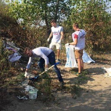 Київські кандидати у депутати почали влаштовувати прибирання (фото)
