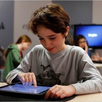 В українських школах друковані підручники замінять планшетами