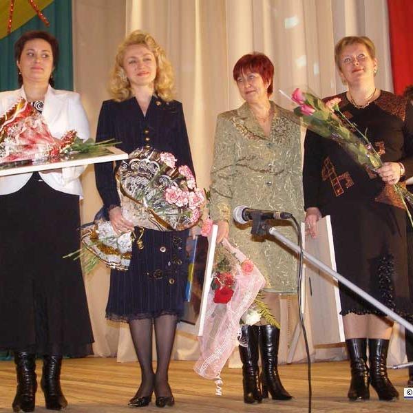 Керівництво держави привітало українських вчителів з професійним святом