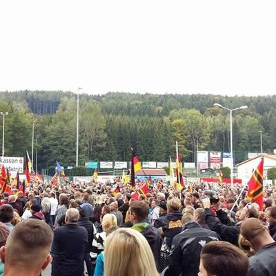 Тисячі німців у Саксонії вийшли протестувати проти біженців