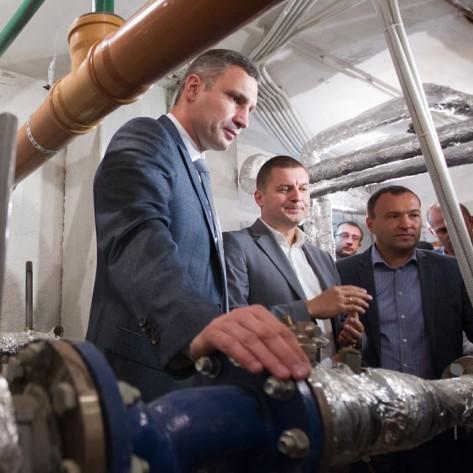 У Кличка почали встановлювати погодну систему регулювання тепла в київських будинках