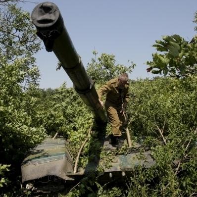 """ОБСЄ заявляє, що бойовики """"ДНР"""" вже відвели частину танків"""