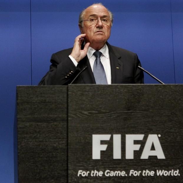 ФІФА відсторонила від керівництва Блаттера і Платіні