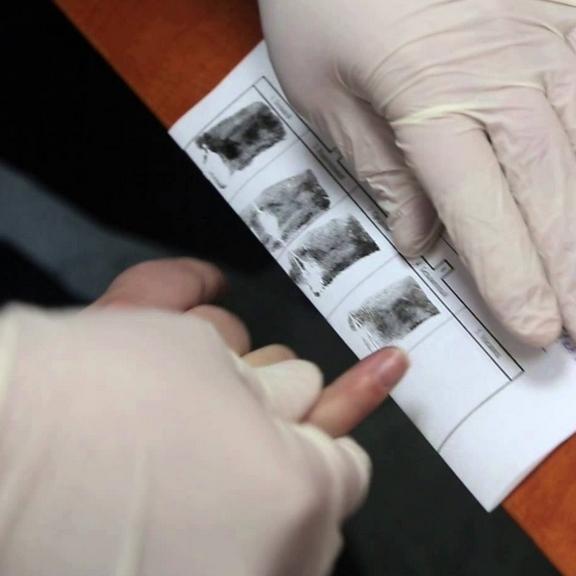 У РФ хочуть ввести обов'язкову фіксацію відбитків пальців