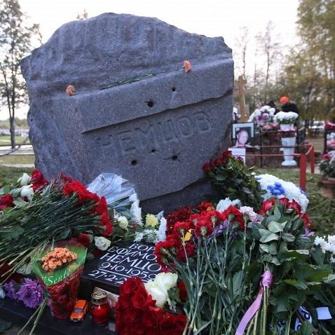 У Москві на могилі Бориса Нємцова відкрито пам'ятник (фото)