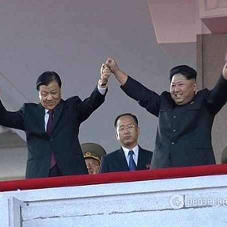 Пережитки минулого: у Північній Кореї пройшов військовий парад (фото та відео)