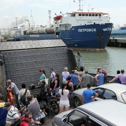 Природна блокада: Керченську переправу закрили через шторм