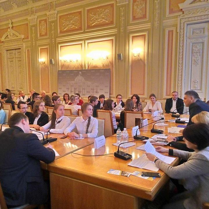 В Києві обговорили можливість зниження віку участі у виборах