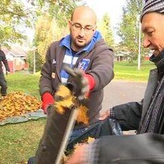 У Фінляндії біженці вирішили взяти в руки граблі для кращого знайомства з місцевими жителями