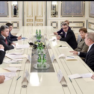 «Чергові фантазії та шантаж бойовиків можуть обернутися новими санкціями для Москви», - Порошенко