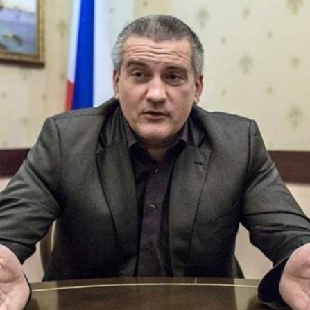 Аксьонов скаржиться, що в нього мало влади в Криму