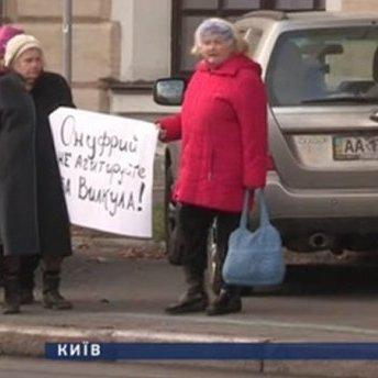 Під Лаврою віряни протестували проти участі церкви в політичній агітації