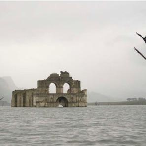 У Мексиці над поверхнею водойми з'явився древній храм (ФОТО)