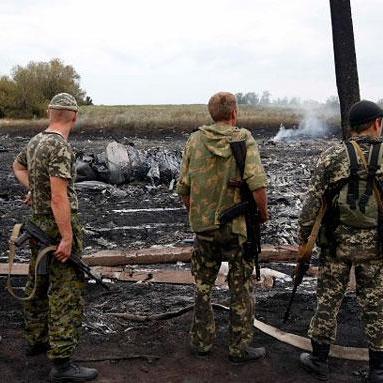 Бойовики намагалися замести сліди та витягали осколки з тіл загиблих у катастрофі МН17