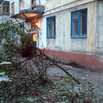 Квартира в Маріуполі, яку обстріляли вранці з гранатомета, належить члену Компартії України