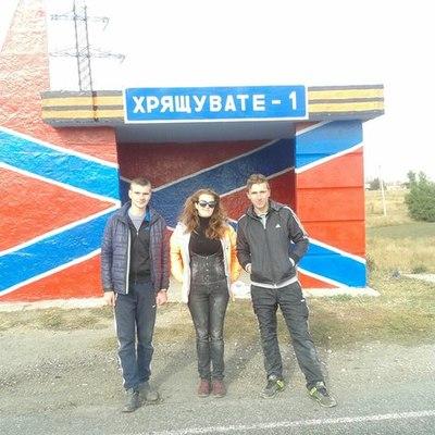"""Боротьба з Україною: у """"ЛНР"""" активно перефарбовують зупинки (ФОТО)"""