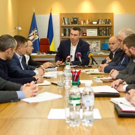 Кличко доручив силовикам запобігати провокаціям та підкупу виборців у день голосування