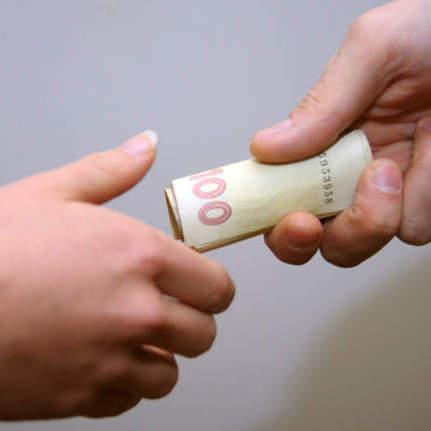 На Закарпатті оголосили премію 10 тис грн тому, хто зафіксує підкуп виборців